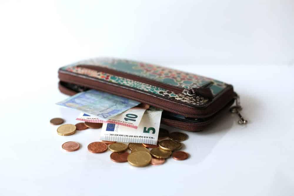 Как выбрать кошелек по фэн-шуй для привлечения денег