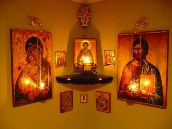 Как правильно разместить иконы в доме