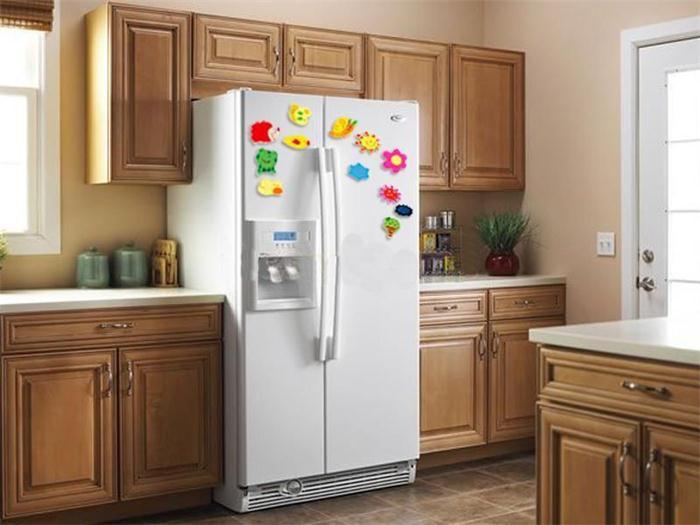 Почему не стоит вешать магниты на холодильник