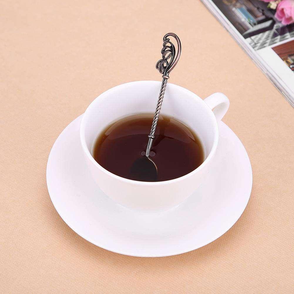 Почему нельзя пить чай с ложкой: как это может повлиять на финансовое состояние и личную жизнь