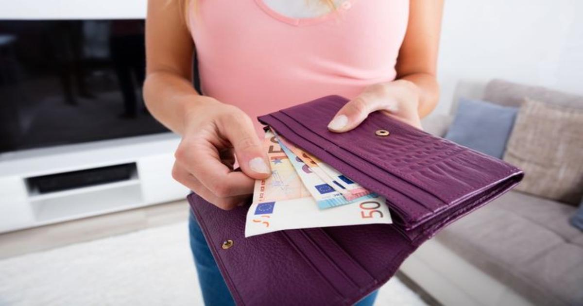 Какой кошелек купить для привлечения денег и что делать со старым