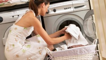 Почему нельзя стирать вечером и как выбрать лучшее время для стирки