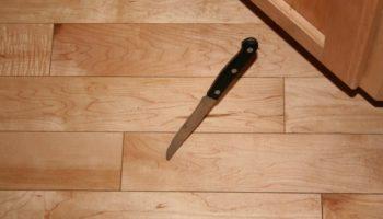 Что означает, если нож упал на пол: примета и нейтрализация негативного воздействия