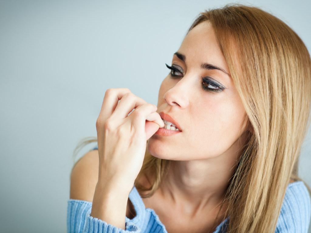 К чему грызть ногти: приметы и суеверия и как отказаться от этой привычки