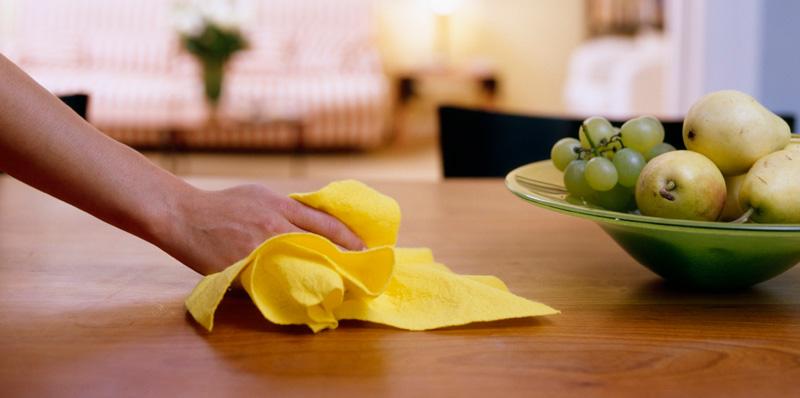 Почему нельзя вытирать стол бумагой или салфеткой: что говорят поверья по этому поводу