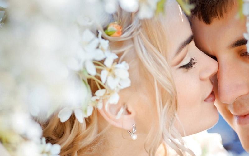 Почему приметы запрещают целовать любимого в глаза