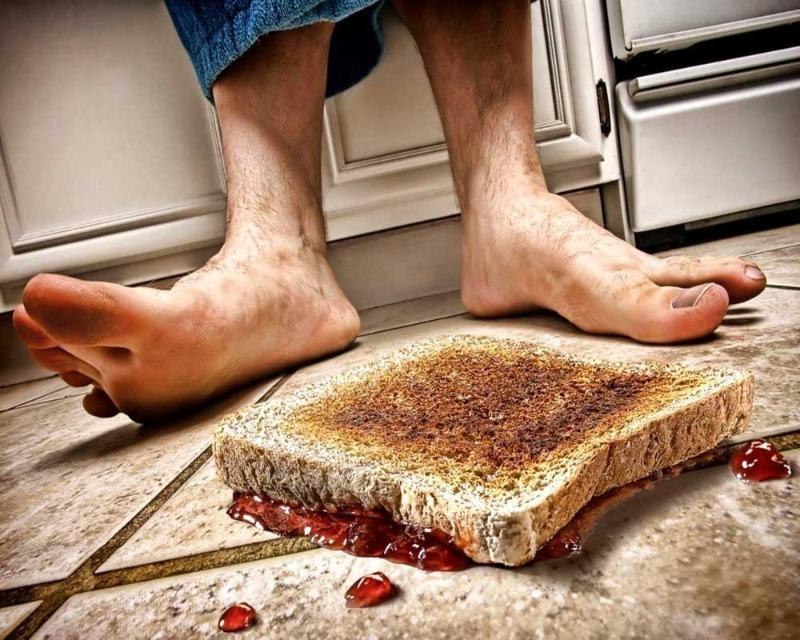 К чему хлеб падает на пол