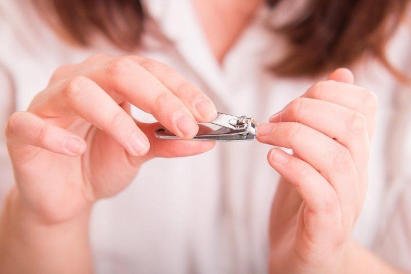 Не стригите ногти вечером или ночью, если вы суеверный человек