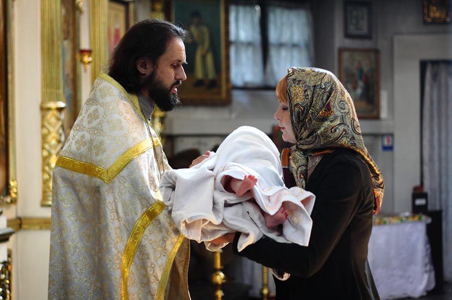 Крестные родители: кому категорически не стоит быть крестными у ребенка