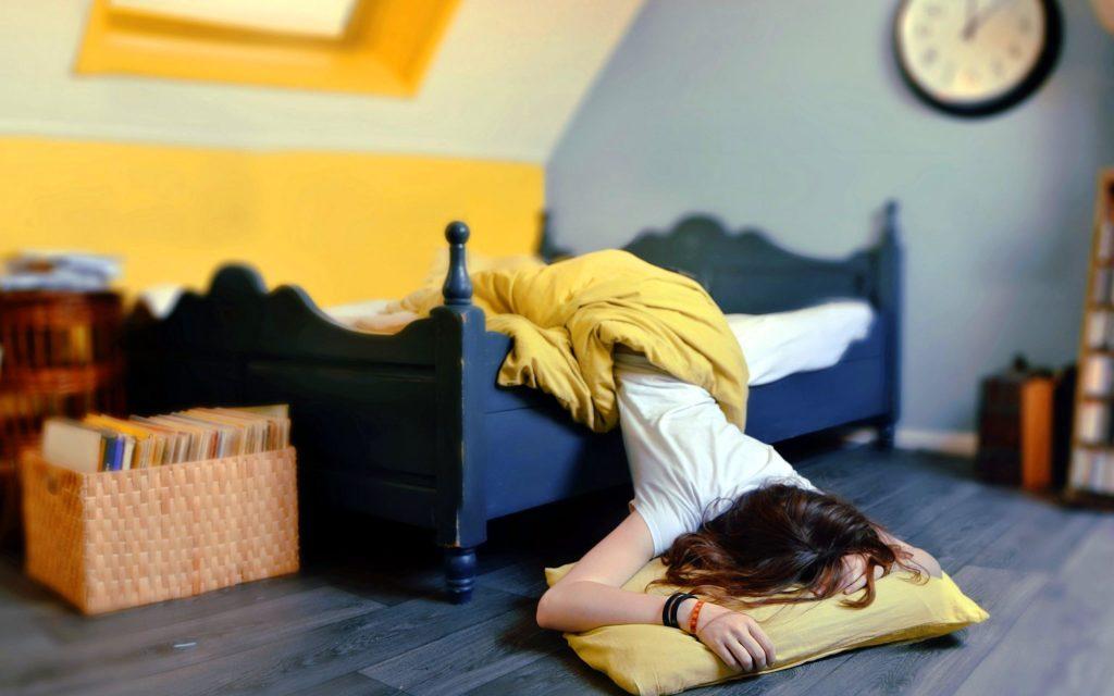 Упасть с кровати - к богатству: 5 примет, связанных с кроватью
