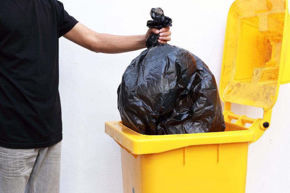 Женщины, не заставляйте мужчин выкидывать мусор вечером, если не хотите остаться без денег