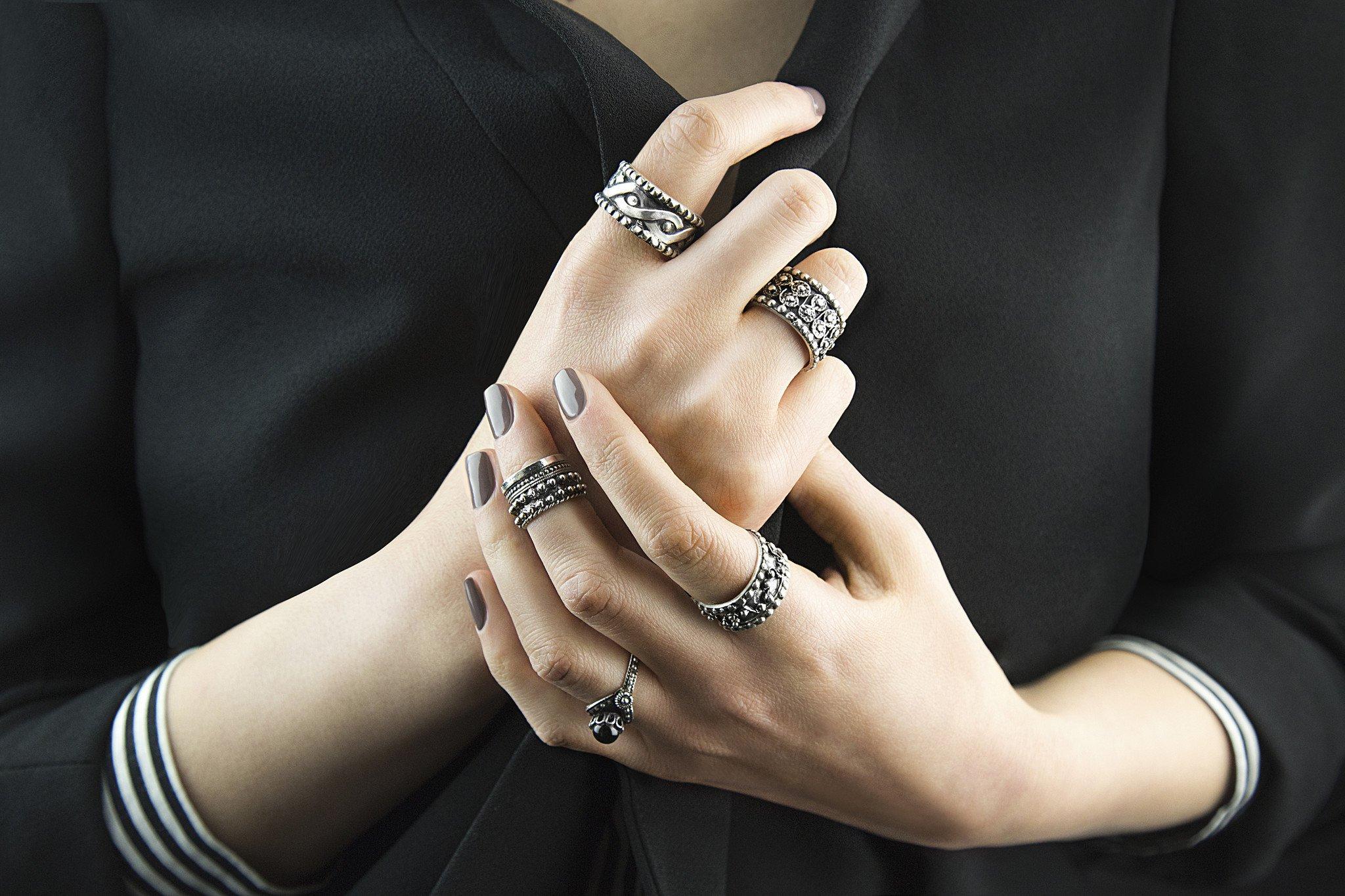 Дорого и богато: как носить кольца на пальцах для привлечения денег