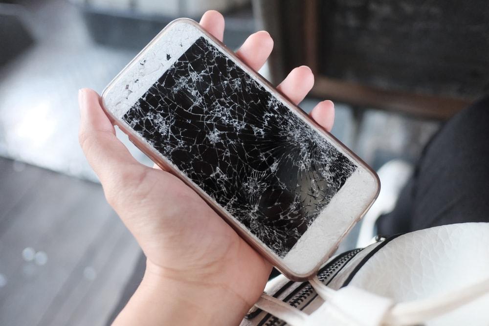 Разбили телефон: самое время узнать, что говорят приметы