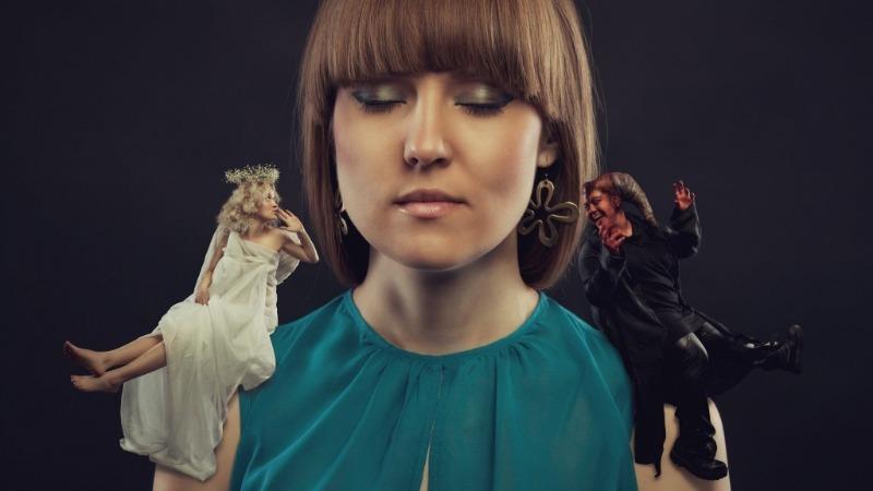 Обязательный ритуал: когда и зачем нужно плевать через левое плечо