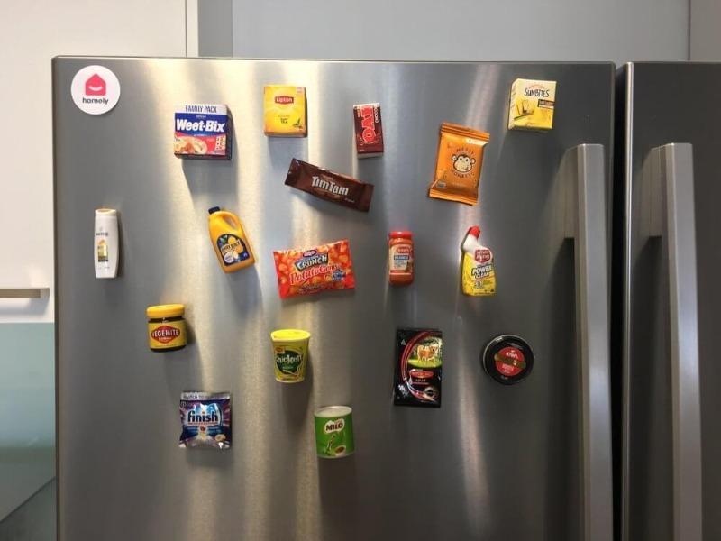 3 причины, почему не стоит вешать магниты на холодильник
