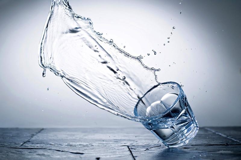Что говорят приметы, если вы случайно пролили воду