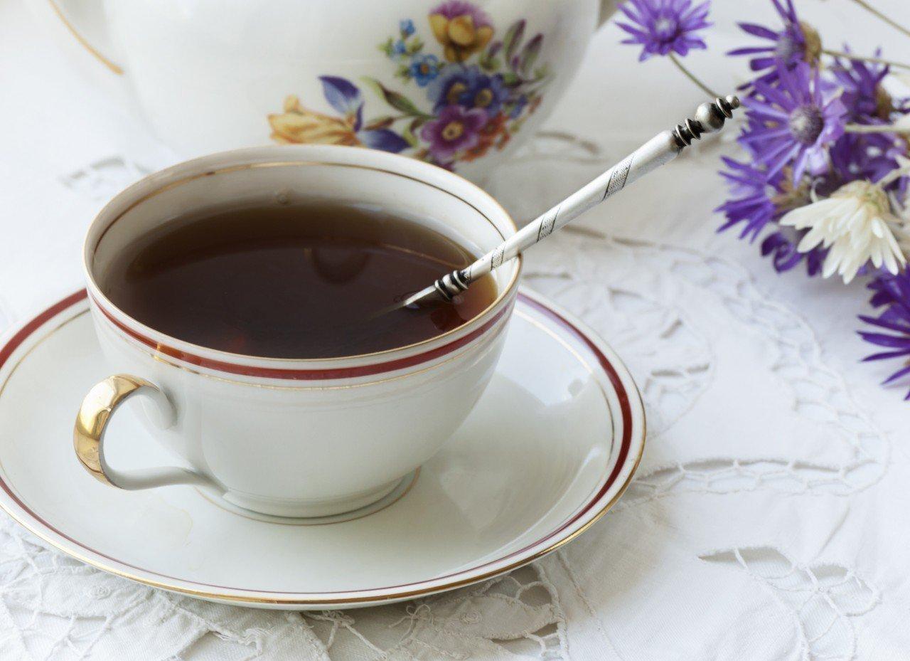 Почему приметы запрещают пить чай, не вынимая ложку из чашки