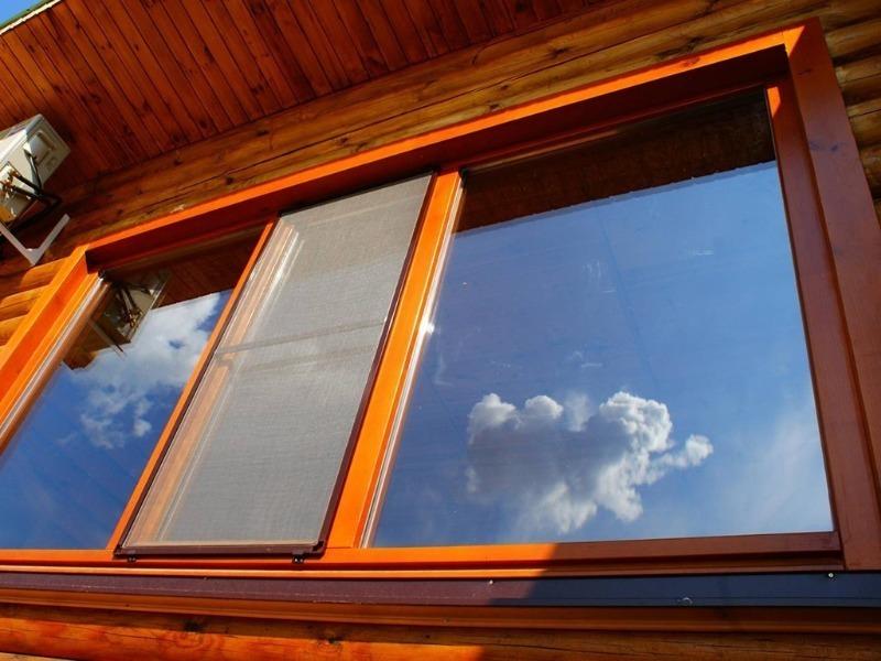 """Почему нельзя лазить через окно и другие приметы про """"глаза"""" дома"""