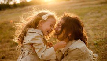 Как назвать девочку: 10 имен, которые обеспечат мощную защитную энергию
