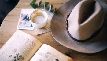 Навлечете беду: 6 вещей, которые по приметам нельзя держать на обеденном столе
