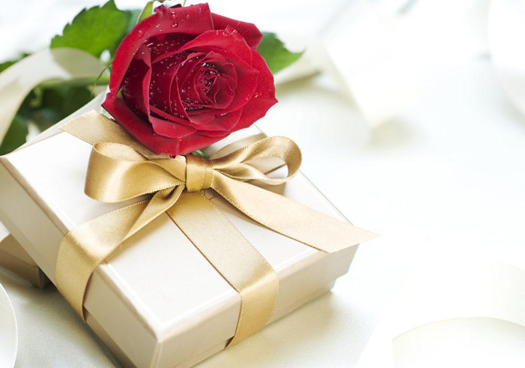 Поздравления в стихах к подаркам